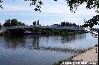 Mise en place de la passerelle de l'Europe à Thionville